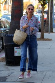 Rebecca Gayheart Stills Out and About in Los Angeles 2017/11/14