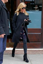 Reese Witherspoon Stills Leaves Her Hotel in New York 2018/01/29