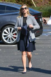 Reese Witherspoon Stills Out and About in Los Angeles 2017/11/14