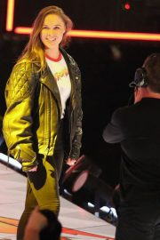 Ronda Rousey Stills Signs Contract at WWE Royal Rumble in Philadelphia 2018/01/28