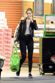 Rosie Huntington-Whiteley Stills Out Shopping in Los Angeles 2017/12/31
