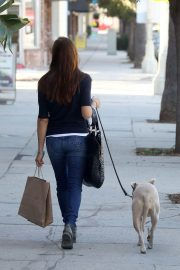 Selma Blair Stills Out with Her Dog in Los Angeles 2017/11/14