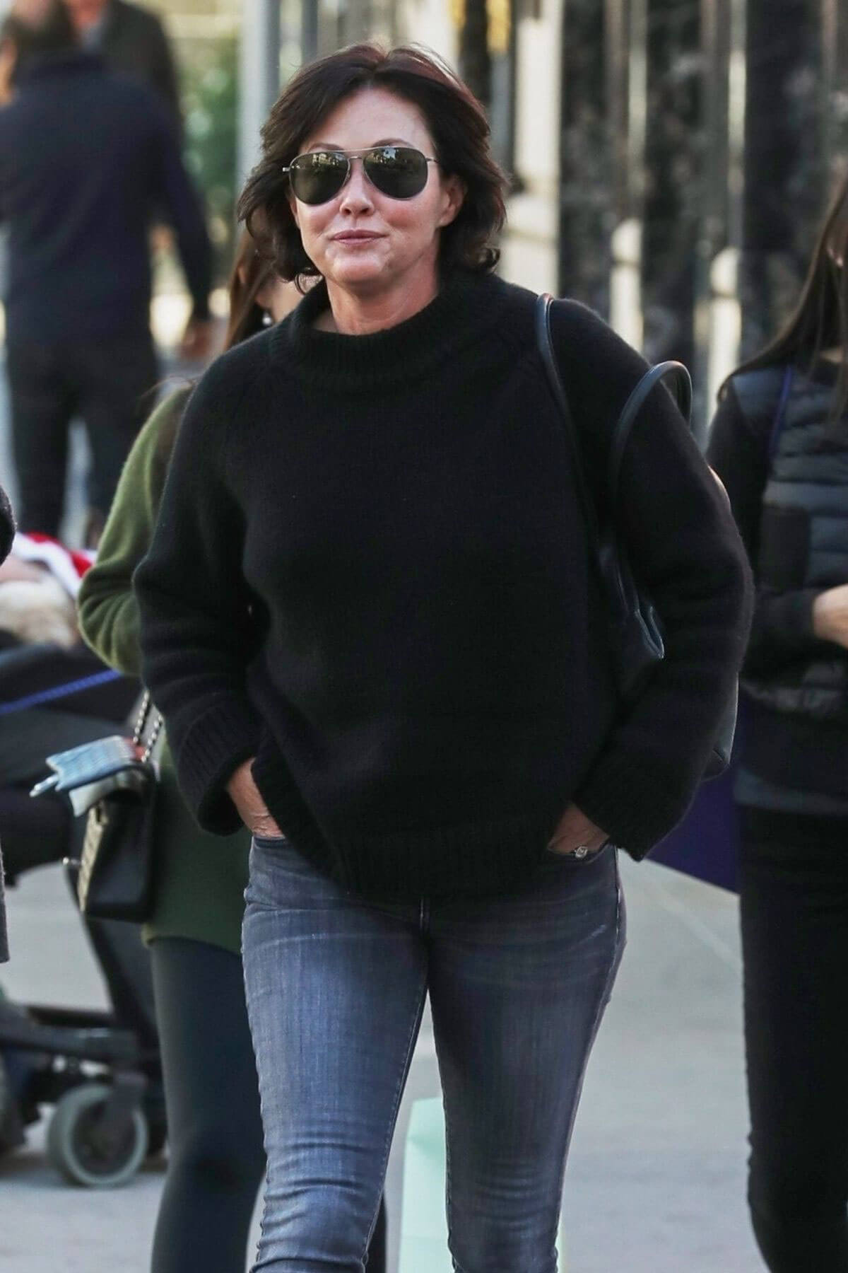 Shannen Doherty Stills Out Shopping in Beverly Hills 2017/12/22