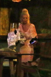 Tara Reid Stills Night Out at a Bar on New Year's Eve in Mexico 2018/01/01