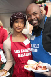 Trina McGee Stills at LA Mission Serves Christmas to the Homeless in Los Angeles 2017/12/22