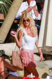 Victoria Silvstedt Stills Out for Lunch at Shelona in St Barts 2018/01/03