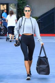 Alessandra Ambrosio Stills in Leggings Out in Los Angeles 2018/01/31