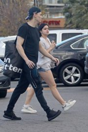 Ariel Winter and Levi Meaden Stills at Urban Outfitter in Studio City 2018/02/19