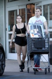 Ariel Winter Stills Shopping at Bed Bath and Beyond in Los Angeles 2018/02/07