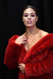 Ashley Graham Stills on the Backstage of Christian Siriano Fashion Show at NYFW in New York 2018/02/10