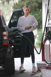Bella Hadid Stills at a Gas Station in Beverly Hills 2018/01/08