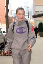Bella Hadid Stills Heading to a Gym in New York 2018/02/06