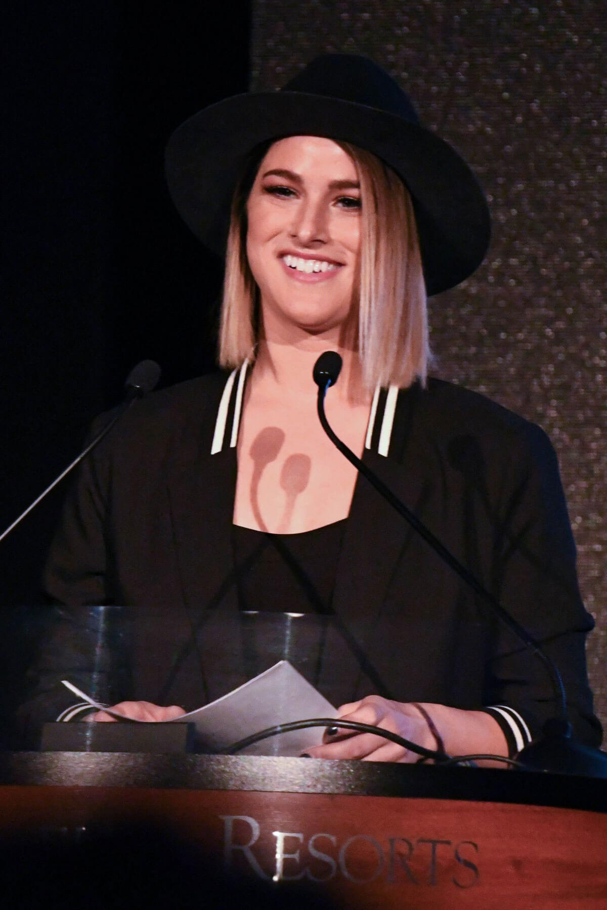 Cassadee Pope Stills at CRS 2018 Artist Humanitarian Award and Tom Rivers Award in Nashville 2018/02/05