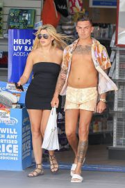 Chloe Ferry and Sam Gowland Stills out Shopping on Gold Coast in Australia 2018/02/21