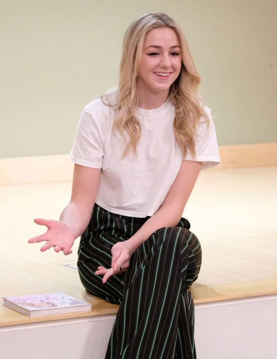 Chloe Lukasiak Stills at Santa Monica Library 2018/02/03