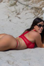 Claudia Romani Stills in Bikini Gets Ready for Valentine's Day 2018/02/11