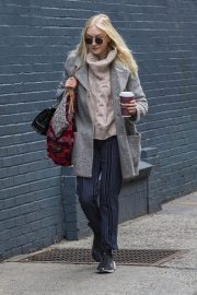 Dakota Fanning Stills Out for a Coffee in New York 2018/02/02