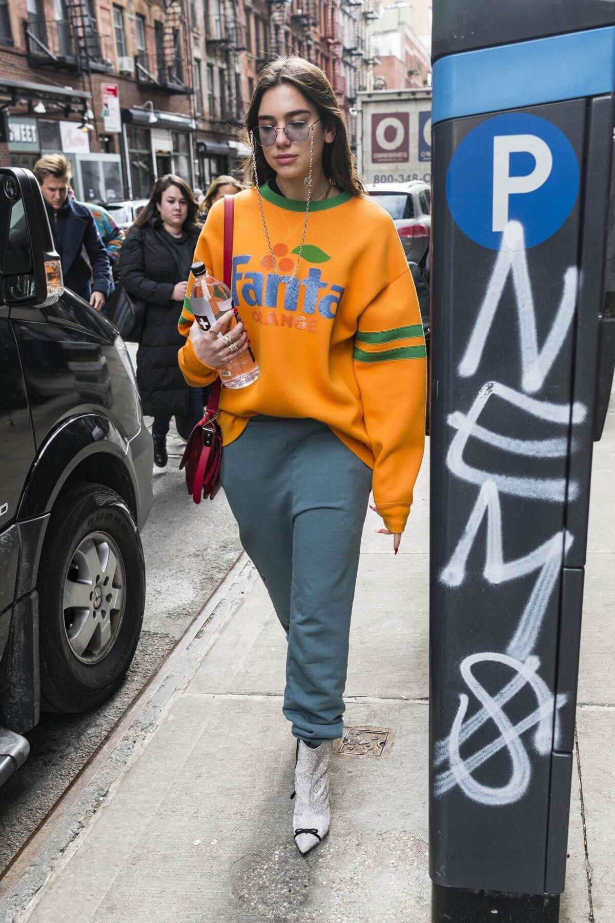 Dua Lipa Stills Arrives at SNL Rehearsals in New York 2018/02/02