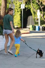 Elisabetta Canalis Stills Out with Her Dog in Los Angeles 2018/02/09