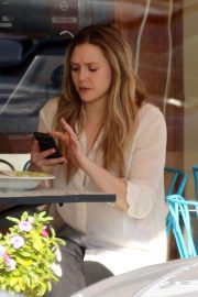 Elizabeth Olsen Stills Out for Lunch in Studio City 2018/02/02