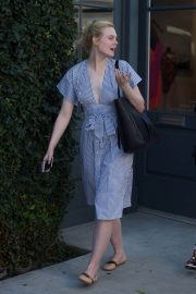Elle Fanning Stills Shopping at Melrose Place in West Hollywood 2018/02/09
