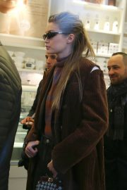 Gigi Hadid Stills Out for a Coffee in Milan 2018/02/22