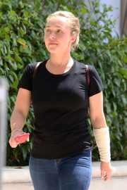 Hayden Panettiere Stills with Heavily Bandaged Arm After Reportedly Being Scratched by a Monkey in Barbados 2018/02/21