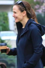 Jennifer Garner Stills Out and About in Brentwood 2018/02/10