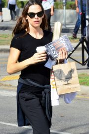 Jennifer Garner Stills Out for Coffee and Goodies at Tavern in Brentwood 2018/02/11