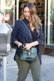 Jessica Alba Stills Out for Lunch in Beverly Hills 2018/02/09
