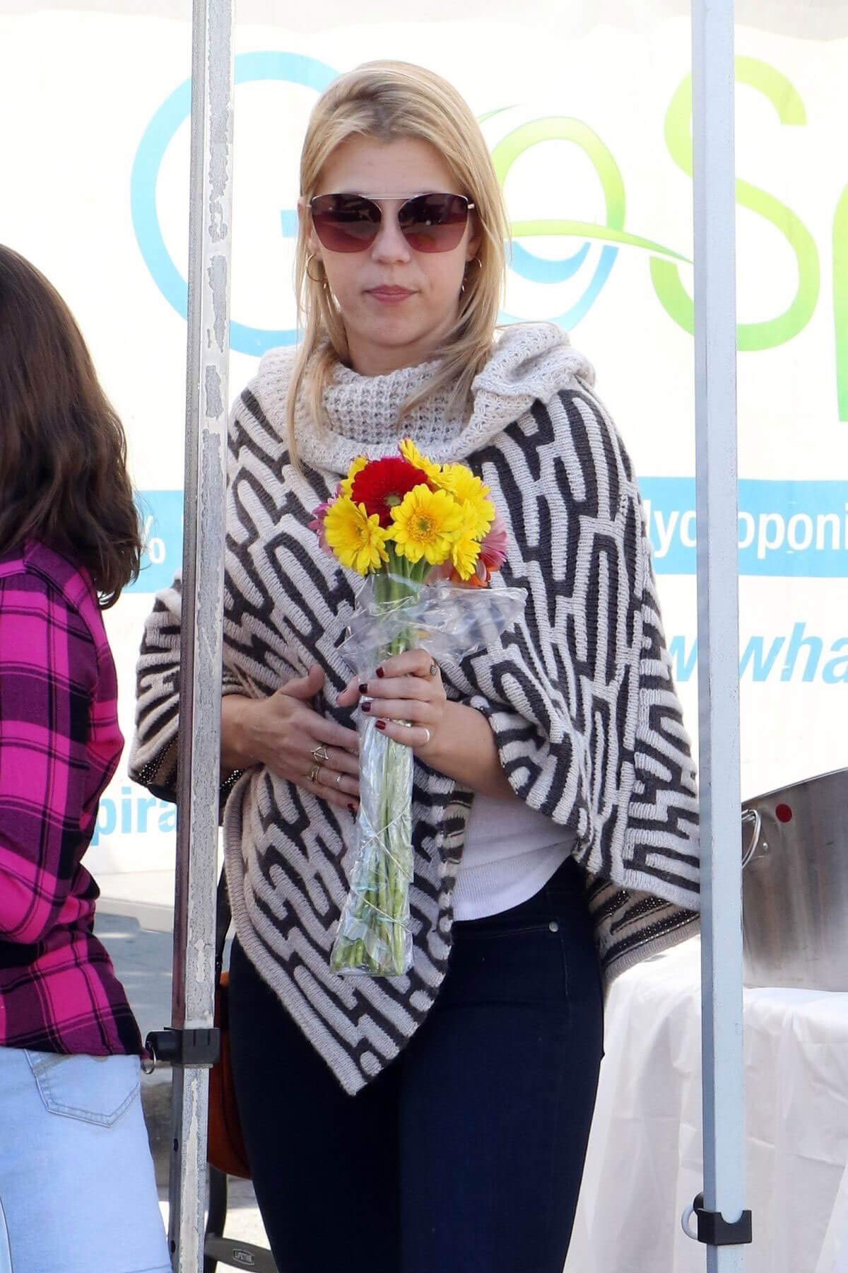 Jodie Sweetin Stills Shopping at Farmers Market in Studio City 2018/02/25