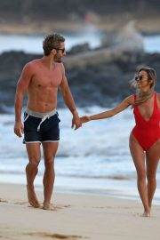 Kaitlyn Bristowe Stills in Swimsuit and Shawn Booth at a Beach in Hawaii 2018/02/04
