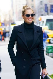 Kate Upton Stills Out for Lunch in New York 2018/02/08