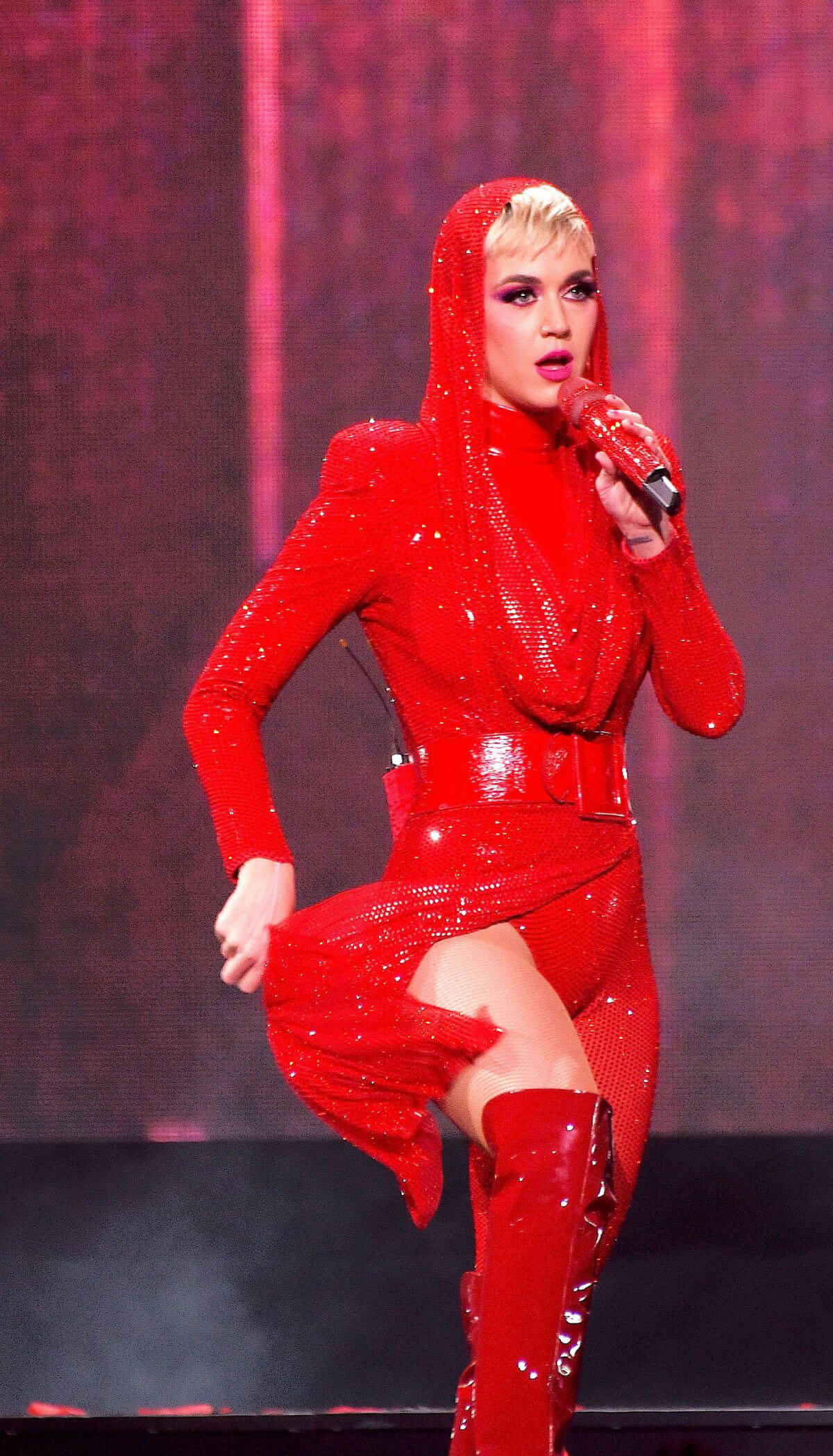 Katy Perry Stills Performs at Witness Tour at Portland's Moda Center 2018/02/02