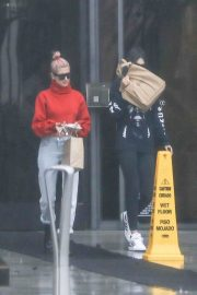 Kendall Jenner and Hailey Baldwin Stills Visits a Lawyer's Office in Santa Monica 2018/01/08