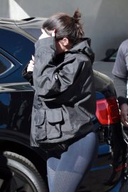 Kylie Jenner Stills Leaves a Doctor's Office in Los Angeles 2018/02/23