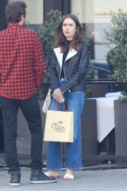 Lily Collins Stills Out for Lunch in Los Angeles 2018/12/08