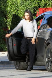 Mila Kunis Stills Out and About in Los Angeles 2018/01/10
