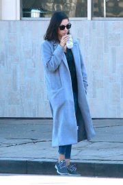 Mila Kunis Stills Out and About in Sherman Oaks 2018/01/11