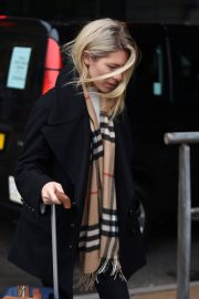 Mollie King Stills Arrives at Piccadilly Station in Manchester 2018/02/08
