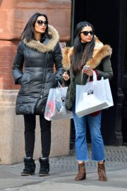 Padma Lakshmi Stills Out Shopping with Her Sister in New York 2018/02/02