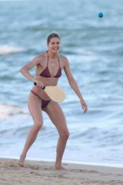 Pregnant Candice Swanepoel and Doutzen Kroes Stills in Bikinis at a Beach in Bahia 2018/01/07