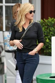 Reese Witherspoon Stills Out for Lunch in Brentwood 2018/01/30