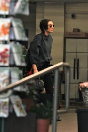Rooney Mara Stills Leaves a Grocery Store in Beverly Hills 2017/12/09