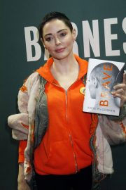 Rose McGowan Stills Promotes Her New Book Brave at Barnes and Noble in New York 2018/01/31