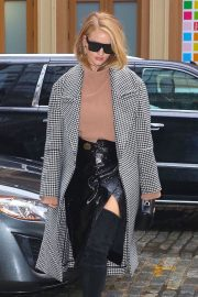 Rosie Huntington-Whiteley Stills Leaves Her Hotel in New York 2018/02/11