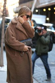 Rosie Huntington Whiteley Stills Out and about in New York 2017/12/07