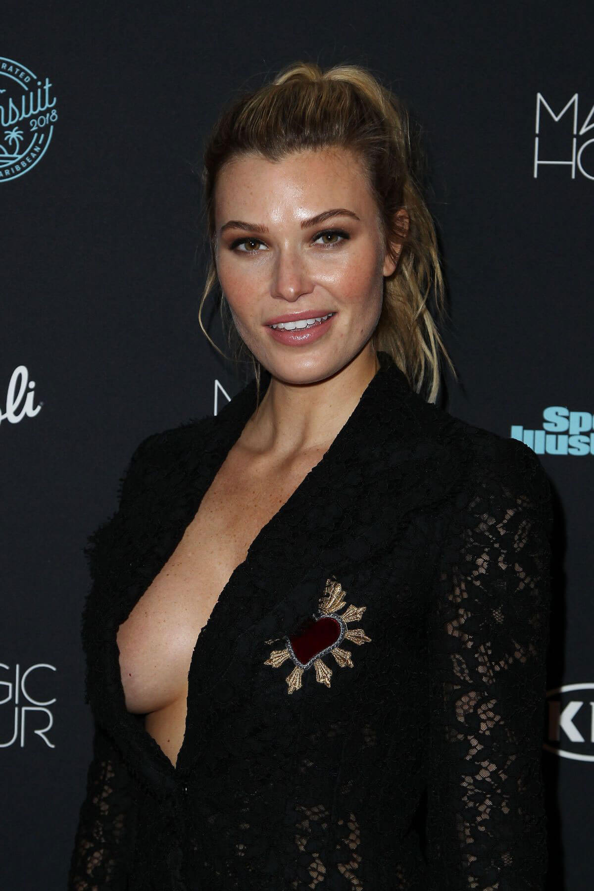 Samantha Hoopes Stills at Sports Illustrated Swimsuit Issue 2018 Launch in New York 2018/02/14