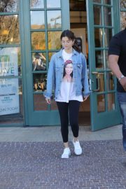 Selena Gomez Stills Heading to a Business Meeting in Los Angeles 2018/02/08