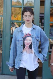 Selena Gomez Stills Out for a Coffee in Studio City 2018/02/08
